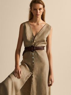Women´s Dresses & Jumpsuits at Massimo Dutti online. Enter now and view our spring summer 2017 Dresses & Jumpsuits collection. Girl Fashion Style, Fashion Outfits, Jumpsuit Dress, Elegant Outfit, Linen Dresses, Minimal Fashion, Mode Inspiration, The Dress, Dress Collection
