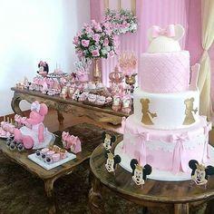 """""""Muita delicadeza no bolo! #festaminnie por @lalapetit #festejandoemcasa #minniefestejandoemcasa #bolominnie #festaminnierosa #festtainfantil #gravidinha…"""""""