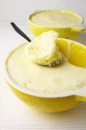 Mousse au citron (ingrédients modifiés pour adaptation régime hypotoxique ↓) •3 blancs d'oeufs battus en neige •1 citron et demi pressé •250 g de yaourt végétal ou crème de coco épaisse pour moi • sucre complet ou de coco pour moi