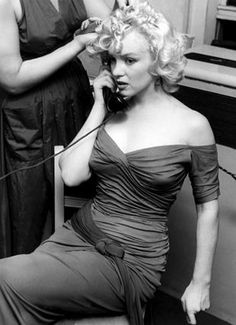Hello and Welcome to the Marilyn Monroe Fan Site. Take a peek through the fine collection of Marilyn Monroe videos, photographs and gifs. Hollywood Glamour, Classic Hollywood, Old Hollywood, Joe Dimaggio, Gentlemen Prefer Blondes, Divas, Vivre A New York, Marilyn Monroe Hair, Photos Rares