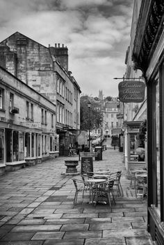 See 218 photos and 10 tips from 1920 visitors to The Circus. Te architecture is just amazing. Bath Somerset, Historical Images, Home And Away, Places Ive Been, England, Street View, English Countryside, Architecture, World