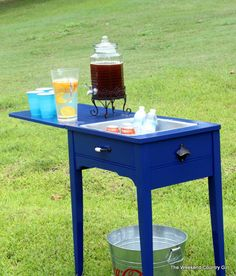 DIY: Beverage Station Made From A Sewing Cabinet - this is brilliant! What to do with the not-so-antique sewing table Old Sewing Tables, Sewing Machine Tables, Old Sewing Machines, Furniture Projects, Furniture Makeover, Wood Projects, Diy Furniture, Upscale Furniture, Furniture Repair