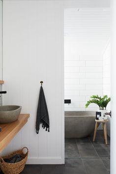 Inspiration Back to black (bathroom hardware) - L² Design, LLC Minimalist Bathroom, Modern Bathroom, Small Bathroom, Neutral Bathroom, Bathroom Pink, Bathroom Canvas, Bathroom Ideas, Condo Bathroom, Bathroom Hacks