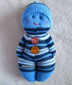 Sock Toy Dolls - You& seen Toys made with Socks . Sock Crafts, Baby Crafts, Toddler Arts And Crafts, Crafts For Kids, Sock Toys, Sock Animals, Homemade Toys, Sewing Dolls, Sewing For Kids