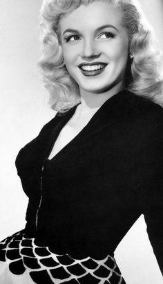 10 Retro Hairstyles That Still Look Trendy - Marilyn Monroe Retro Hairstyles That Are in Style – Celebrity Hairstyle Inspiration – Good Hous - Marilyn Monroe Outfits, Marilyn Monroe Photos, Marylin Monroe, Marilyn Monroe Hairstyles, Retro Hairstyles, Indian Hairstyles, Celebrity Hairstyles, Ombre Highlights, Mia Farrow
