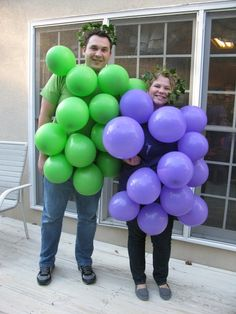Druiwe tros costume made of balloons. Are YOU that couple?