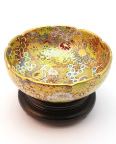 Antique 19thC Japanese Meiji Period (1868-1912) Satsuma Millefleur small bowl, signed.