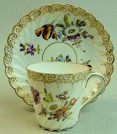 ANTIQUE DRESDEN HAND PAINTED FLORAL DESIGN CABINET CUP U0026 SAUCER C.1890  Keramik, Tisch