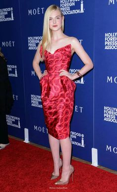 Elle Fanning in Vivienne Westwood Gold Label. Celebrity Faces, Celebrity Look, Celebrity Photos, Nice Dresses, Casual Dresses, Singer Fashion, Dakota And Elle Fanning, Camille, Hollywood Celebrities