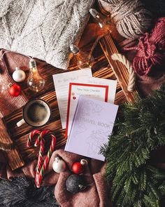 Do you know what presents you'll be buying family and friends? Christmas Flatlay, Christmas Trends, Christmas Mood, Noel Christmas, Little Christmas, Christmas Inspiration, Christmas And New Year, Christmas Gifts, Christmas Decorations