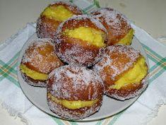 bolas de berlim Yummy this was my breakfast Portuguese Desserts, Portuguese Recipes, Portuguese Food, Food Cakes, Mini Desserts, Something Sweet, Relleno, Pain, Cake Recipes