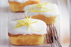 Lemon sour cream cakes - They say good things come in small packages and cupcakes are the proof. Unleash your creative side with these mini works of art that are as fun to make as they are to eat. Cake Recipe With Sour Cream, Lemon Sour Cream Cake, King Cake Recipe, Lemon Recipes, Sweet Recipes, Baking Recipes, Köstliche Desserts, Delicious Desserts, Dessert Recipes