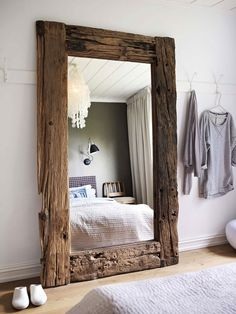 Creative Casa: Home of an Interior Designer in Oslo by Steen & Aiesh. Incredible recycled wood mirror for bedroom decor. Home and bedroom design Rustic furniture Deco Design, Design Case, Design Design, Design Styles, Design Elements, Design Logos, Decoration Design, Floor Design, Upcycling Design