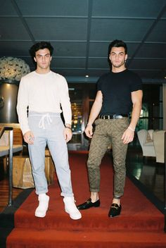 Ideas For Baby Boy Twins Pictures Funny Dollan Twins, Cute Twins, Cute Boys, Grayson Dolan Instagram, Dolan Twins Wallpaper, Twin Pictures, Ethan And Grayson Dolan, Celebs, Celebrities