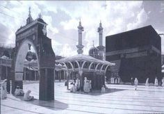 Rare and Unseen images of Holy Kaaba and Prophet's Mosque (Masjid Al-Nabwi) Sacred Architecture, Islamic Pictures, Old Pictures, Islamic Images, Islamic Messages, Masjid Al Haram, Mecca Masjid, Mekkah, Beautiful Mosques