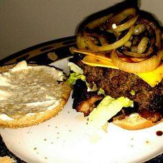 @MunchiesNYC burger!!! Was craving a burger...must be anemic.... Where's the beef? This went down earlier.... #beef #MunchiesNYC #yum #foodporn #burgerporn - @divakattgoddess- #webstagram