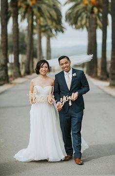 Vielen Dank Zeichen Hochzeit Foto Requisiten sind perfekt für senden personifiziert danken Ihnen Karten nach Ihrer Hochzeit. Dieser Spaß Hochzeit danke Zeichen machen Ihre Hochzeitsbilder, einzigartig und unvergesslich zeigt das glückliche Paar Dankeschön und ist in mehreren schönen