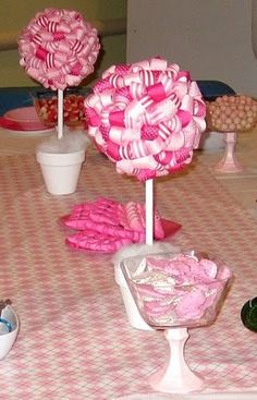 Will be making these for Matisse's Strawberry Shortcake party by adding some green ribbon to the mix.  So simple!