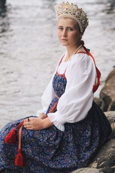 Russian girl wearing a venets, traditional headdress of northern provinces Russian Traditional Dress, Traditional Dresses, Russian Beauty, Russian Fashion, Imperial Fashion, Russian Culture, Court Dresses, Russian Folk, Fantasy Dress