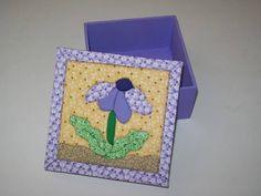 caixa-flor-lilas-patchwork-no-isopor X