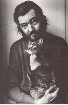Julio Cortázar amb el seu gat Teodoro W. Adorno; writer Julio Cortázar and his cat Teodoro W. Adorno