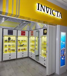 Invicta en el Aeropuerto Internacional de Cancún.Terminal 1.