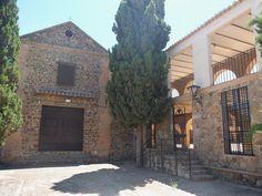 El Viso del Marqués. Ermita de San Andres y Plaza de Toros cuadrada adosada a la primera.