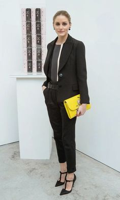 Olivia Palermo look chic in a tailored suit with a colour pop yellow clutch at the Narciso Rodriguez Bottletop Collection x Pepsi launch. Estilo Olivia Palermo, Olivia Palermo Lookbook, Narciso Rodriguez, Work Fashion, Fashion Advice, Ladies Fashion, Style Fashion, Fashion Trends, Celebrity Dresses