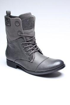 Ik start voorlopig geen moodboard voor stylish shoes dus pin ik deze knappe exemplaren hier maar neer.