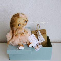 Икея! Спасибо за такие прочные коробочки!!! Пожалуйста, не снимай их с производства ✨✨✨ #куклынечепаевойнаташи#текстильнаякукла#авторскаякукла#интерьернаякукла#коллекционнаякукла#куклаизткани#куклавподарок#кукласвоимируками#ручнаяработа#подарок#екатеринбург#doll#dolls#artdoll#dollartistry#instadoll#artdoll#art#идеяподарка#present#puppet#handmadedoll#mysolutionforlife#кукла#clothdoll#fabricdoll#авторскаяработа#инстаграмнедели#кукларучнойработы#инстаграм#инстамир