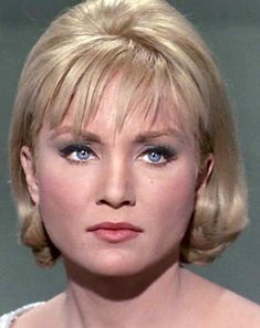 Featuring Susan Oliver with the original green-skinned Orion slave girl look from 'Star Trek'. Star Trek Tv Series, Star Trek Cast, Star Trek Original Series, Susan Oliver, Nichelle Nichols, Star Trek 1966, Star Trek Characters, Woman Movie, Star Wars
