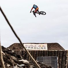 @bernard_kerr  Floating at hardline! @tomb_photography  @pivot_cyclesusa @maxxistires @fox @rideshimano @reynoldscycling @industry_nine @renthal_cycling @flyracingusa @mrpbike @officialleatt @crankbrothers @wildernesstrailbikes