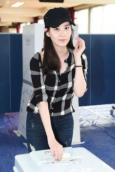 [포토] 소녀시대 서현, 투표는 빠뜨릴 수 없죠~ - 한국스포츠경제