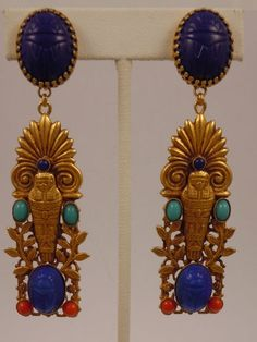 ASKEW LONDON 'EGYPTIAN REVIVAL' SARCOPHAGUS AND PALM DROP EARRINGS