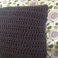Sewing Barefoot: crocheted pillow