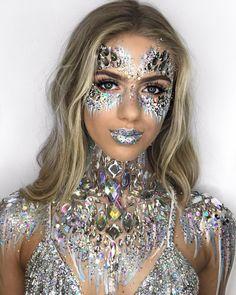 62 Ideas makeup glitter carnaval ice queen for 2019 Makeup Carnaval, Costume Carnaval, Rave Halloween, Ice Queen Makeup, Ice Queen Costume, Rhinestone Makeup, Glitter Make Up, Body Glitter, Jewel Makeup