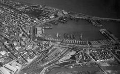 1930. Panorámica de la ciudad y del puerto de Valencia. FOTO EFE.