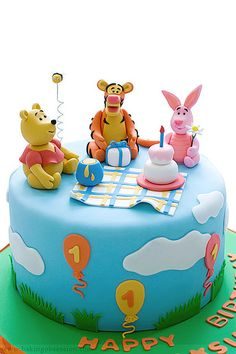 winnie the pooh and friends party cake