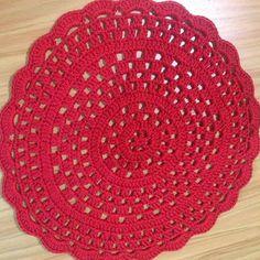 Sousplat de croche feito com linha 100% algodão.  Faço em todas as cores.  Essa linha não desbota na lavagem, então é um produto que vai ter uma durabilidade muito boa.  É só me chamar caso tenha alguma duvida, ok?
