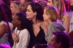 Angeline Jolie emmène ses filles aux Kids' Choice Awards (Photos)