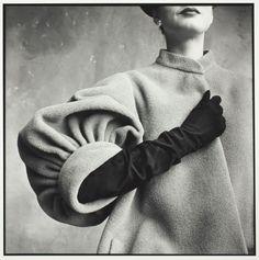 Beautiful coat - Balenciaga, 1950 (Photo: Irving Penn)