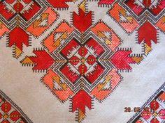 Folk Embroidery, Embroidery Designs, Bargello, Cross Stitch Patterns, Needlework, Stitches, Bohemian Rug, Diy And Crafts, Mandala