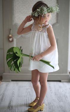 Buenos días, el otro día estuve admirando la nueva colección de moda infantil para niñas de By Niné y vi tantas cosas bonitas que...