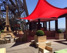 Laterrasse éphémère de la tour Eiffel  http://www.123terrasse.fr/la-terrasse-ephemere-de-la-tour-eiffel #coffee #bar #restaurant #soleil #terrace #Paris #spot #sun
