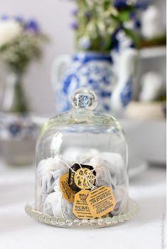 Du thé Mariage Frères sous un globe de mariée ... Ça c'est une idée !