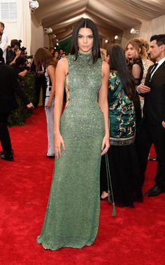 Kendall Jener in Calvin Klein y joyas de Chopard