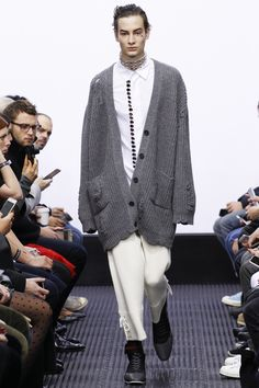 JW Anderson Fall 2016 Menswear Fashion Show Mens Fashion Week, Runway Fashion, Love Fashion, Fashion Show, Autumn Fashion, London Fashion, Fashion Styles, Fashion Trends, Fall Winter 2016