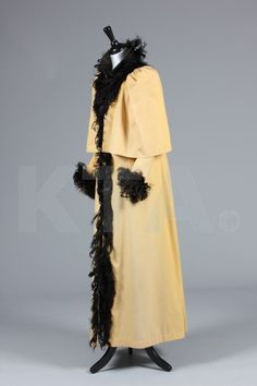Coat 1890, Made of wool and ostrich plumes