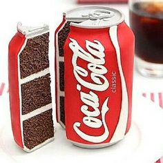 A junk food cake like a hamburger, pizza and Coca Cola cake is always a winner. Coke Cola Cake, Coca Cola Cupcakes, Coca Cola Decor, Cake In A Can, Realistic Cakes, Always Coca Cola, Crazy Cakes, Mets, Creative Cakes