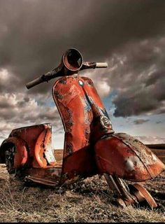 ... Vespa Lambretta, Vespa Scooters, Abandoned Cars, Abandoned Places, Creation Photo, Rusty Cars, Old Trucks, Belle Photo, Old Cars